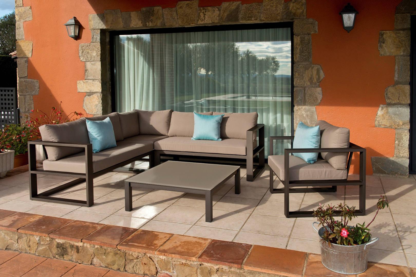 muebles de exterior sofas y mesa