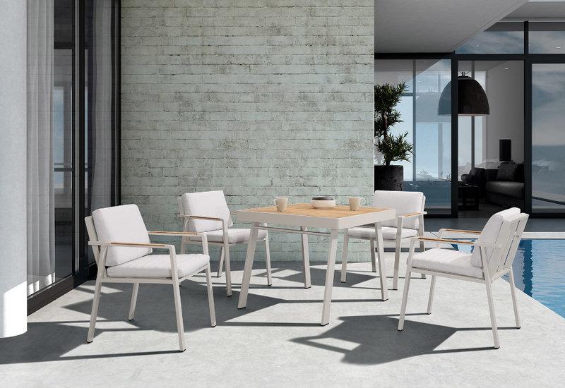 mesa de exterior con sillones nofi