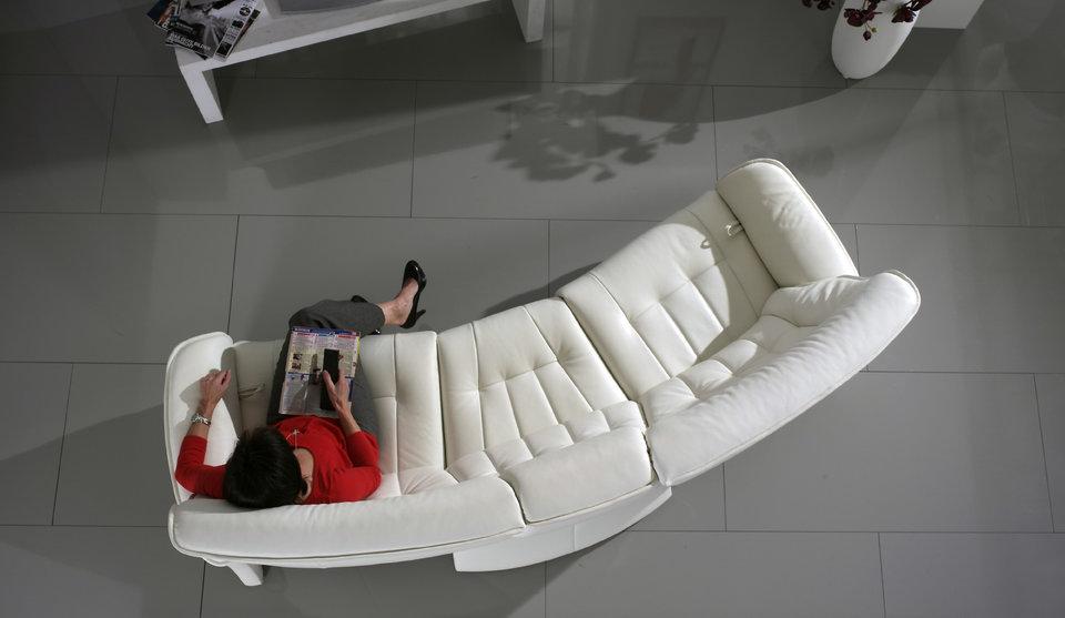 sofá Belvetara blanco en muebles briñas Torrevieja