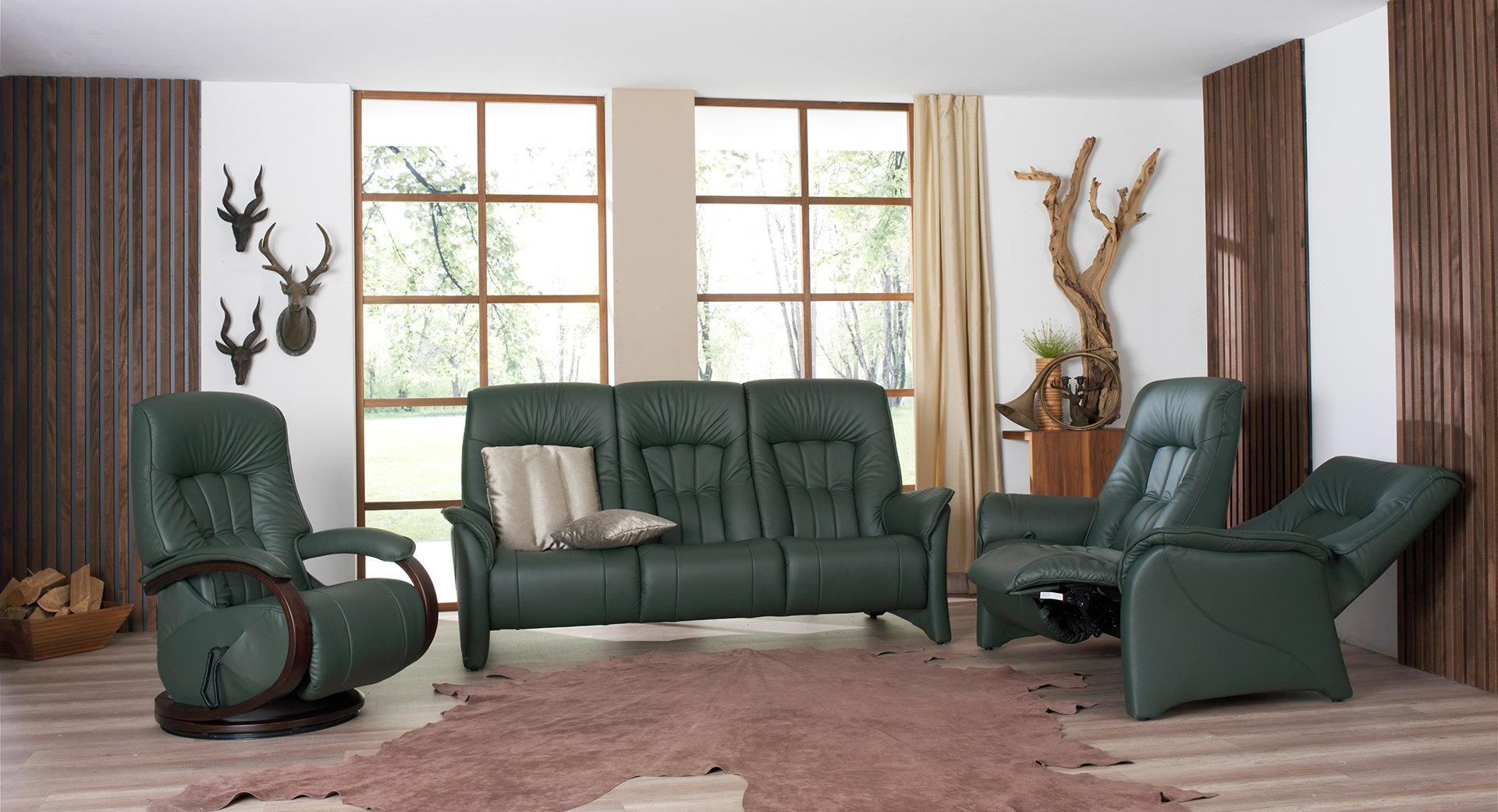 sofas de color verde en sala de estar