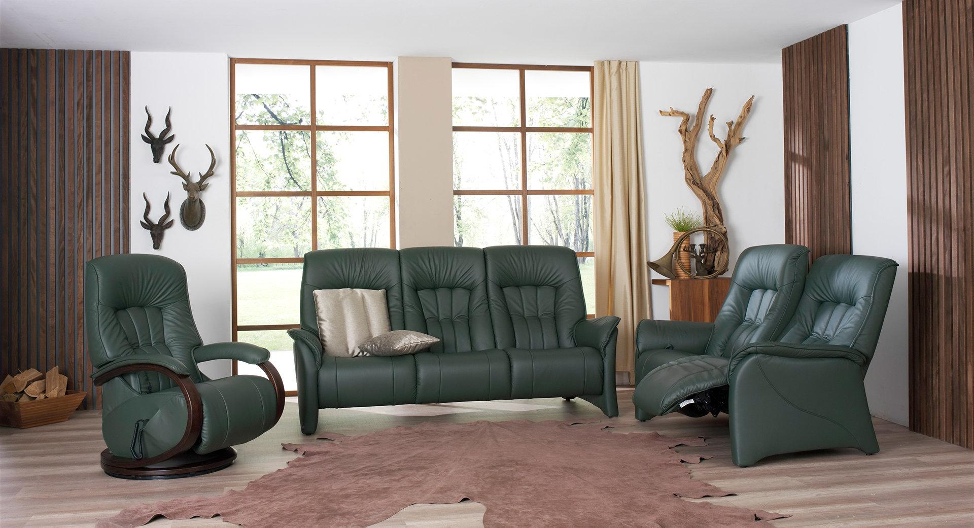 sofas de color verde en salon